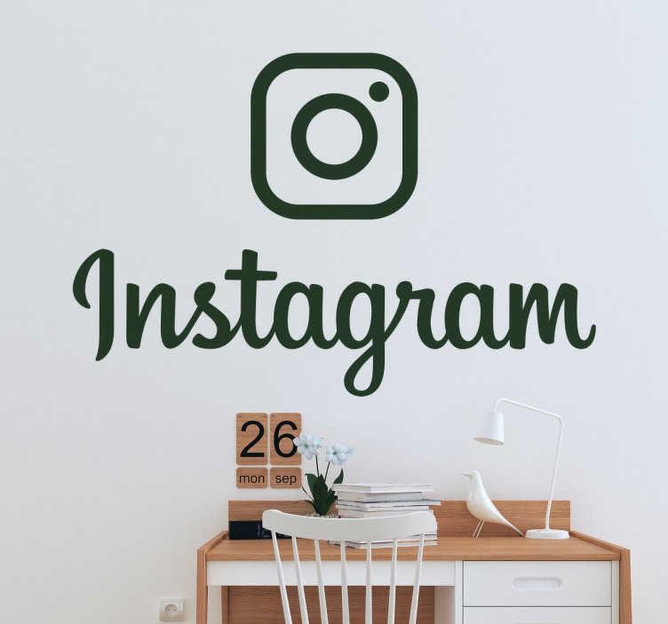 TenVinilo. Pegatina decorativa logo instagram monocolor. Vinilo decorativo del nuevo logotipo con el que han rediseñado toda la plataforma de Instagram. Un diseño sobrio y elegante con el que podrás mostrar a todos tus clientes que te pueden seguir y mantenerse informados de tus noticias en esta red social.