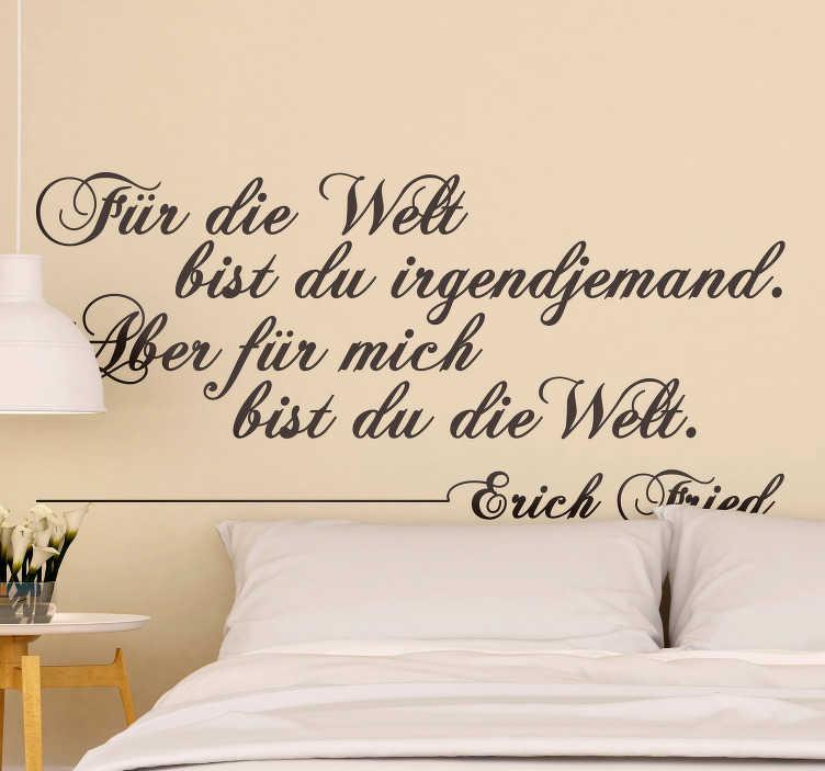 """TenStickers. Wandtattoo Für die Welt. Romantisches Wandtattoo mit dem Spruch """"Für die Welt bist du irgendjemand. Aber für mich bist du die Welt"""" von Erich Fried"""