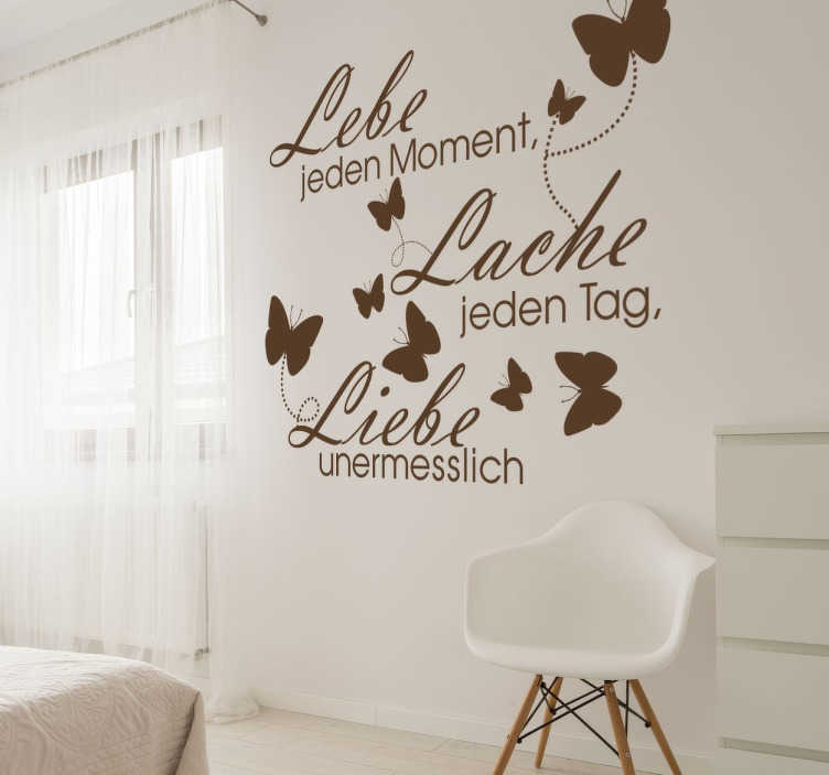 """TenStickers. Wandtattoo Lebe, Lache, Liebe. Dekoratives Wandtattoo mit dem Spruch """"Lebe jeden Moment, lache jeden Tag, Liebe unermesslich""""."""