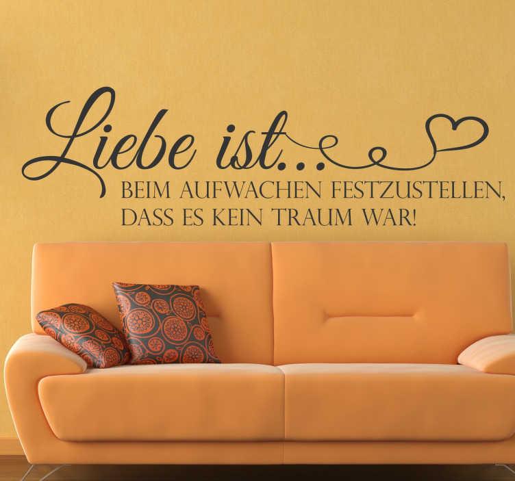 """TenStickers. Wandtattoo Liebe ist.... Süßes Wandtattoo für Ihr Zuhause mit der Aufschrift """"Liebe ist beim Aufwachen festzustellen, dass es kein Traum war!""""."""