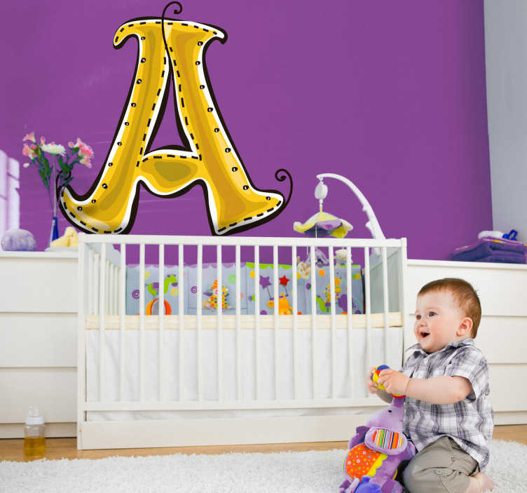 TenStickers. Sticker enfant dessin lettre A alphabet. Stickers enfant de la première lettre de l'alphabet. Super idée déco surtout si le prénom de votre enfant commence par la lettre A. Idéal pour la décoration de la chambre d'enfant ou tout autre espace de jeux.