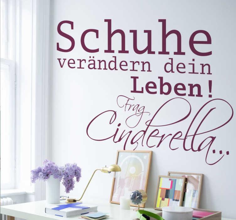 """TenStickers. Wandtattoo Schuhe verändern dein Leben. Wandtattoo mit dem Spruch """"Schuhe verändern dein Leben! Frag Cinderella..."""" für alle Frauen, die süchtig nach Schuhen sind!"""