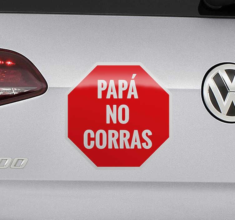 TenVinilo. Pegatina para coches papá no corras. Adhesivos para coches para padres conductores que pretenden moderar la velocidad pensando en la seguridad de sus hijos.