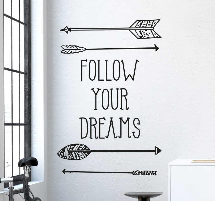 TENSTICKERS. あなたの夢のステッカーに従ってください. 「あなたの夢に従ってください」というフレーズのこのモチベーションの壁のステッカーは、あなたの家にいくつかのポジティブな感情を付け加えるのに最適です。あなたの家族や友人に夢と目標を達成するための励ましを与えるために、どんな空間にも簡単に応募できます。