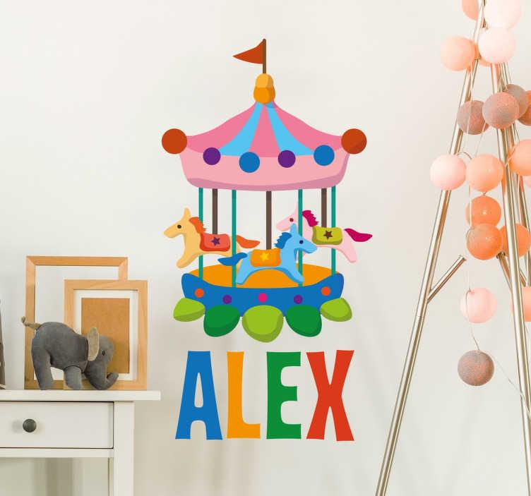 TenStickers. Vinil decorativo personalizável carrosel. Vinil infantil ideias para personalizar o quarto do seu filho ou filha. Mande um e-mail para %email% para personalizarmos o nome.