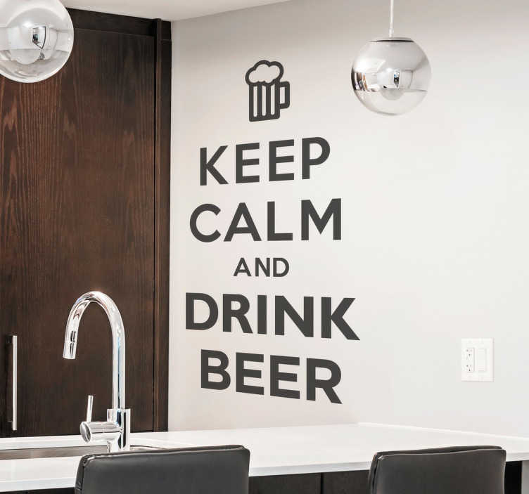 "TenStickers. Sticker Keep Calm and Drink Beer. Sticker amusant ""Keep Calm and Drink Beer"", idéal pour la décoration de votre cuisine ou de votre bar."