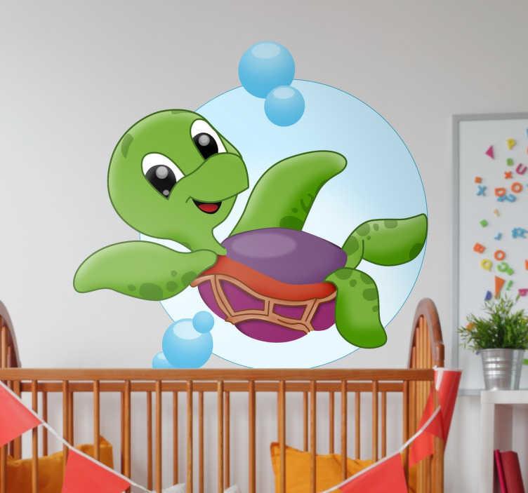 TenStickers. Baby Schildpad Muursticker. Kinderkamer muursticker met een leuke ontwerp van een vrolijke baby schildpad. Afmetingen aanpasbaar. Eenvoudig aan te brengen.