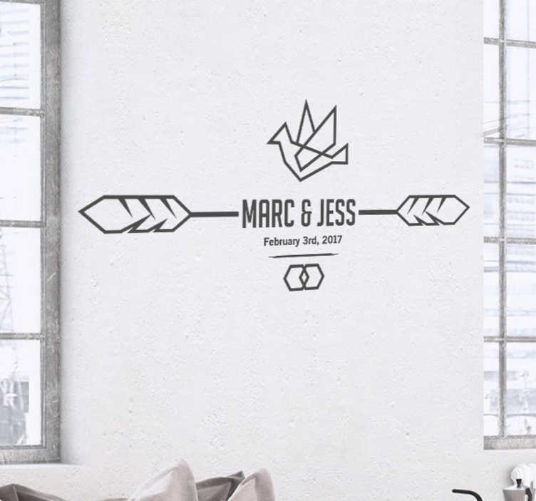 TenStickers. Sticker mariage flèches. Un joli sticker personnalisable sur le thème du mariage, représentant une flèche et un oiseau, avec le prénom des mariés.