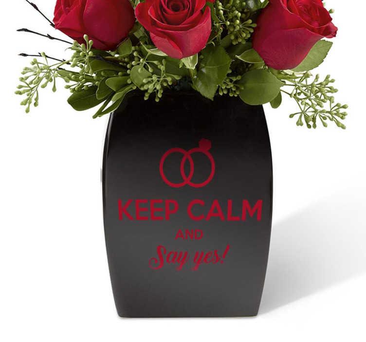 TenStickers. Naklejka dekoracyjna Keep Calm and Say Yes. Poproś o rękę swoją ukochaną w oryginalny sposób z naszą naklejką dekoracyjną opartą na słynnej brytyjskiej frazie '' Keep Calm''.