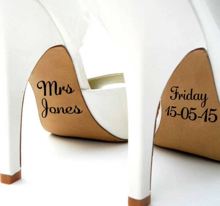 """TenStickers. Vinil decorativo casamento nome e flecha. Vinil decorativo para casamentos. Sticker com coração e expressão """"I do"""" para marcares para toda a vida os sapatos usados neste dia especial."""