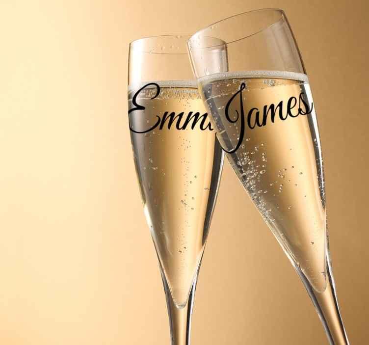 TenStickers. Hochzeitsaufkleber Namen. Personalisierter Aufkleber für Ihren Hochzeitstag. Der Hochzeitsaufkleber lässt sich mit den Namen der Braut und des Bräutigams personalisieren.