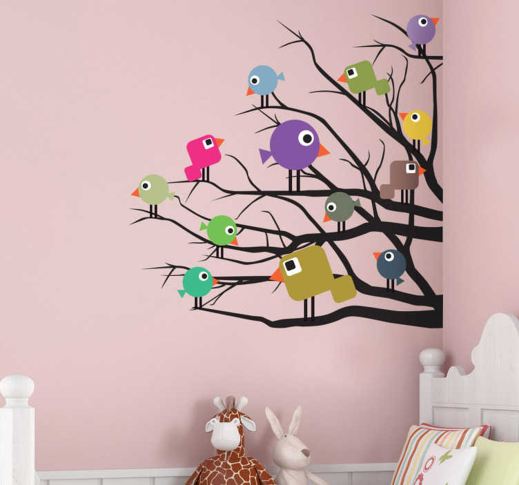 TenStickers. 彩色的小鸟树儿童贴纸. 孩子们的贴纸 - 好奇的小鸟在树枝上休息,为孩子的房间创造了一个充满活力和激动人心的墙贴。我们的鸟墙贴集合的一部分。