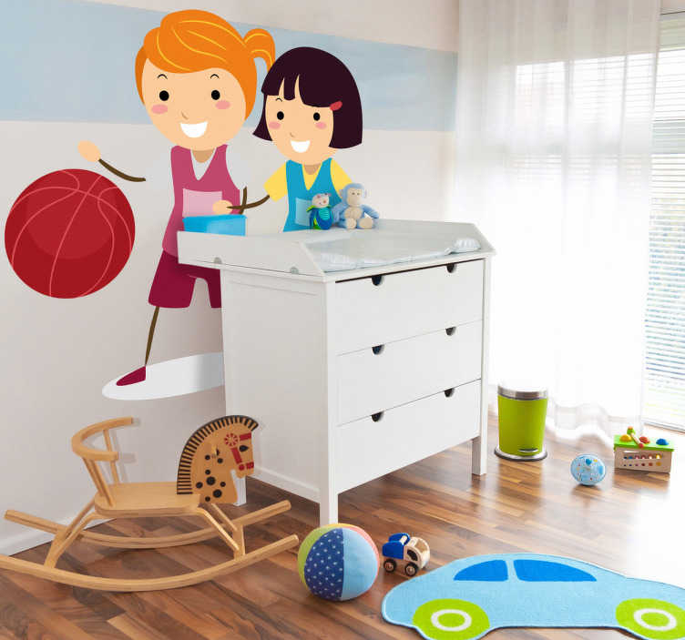 TenVinilo. Vinilo infantil pareja jugadoras baloncesto. Divertido adhesivo infantil de dos amigas jugando a basket en la hora del recreo. Sonrientes botando la pelota y con ropa deportiva.
