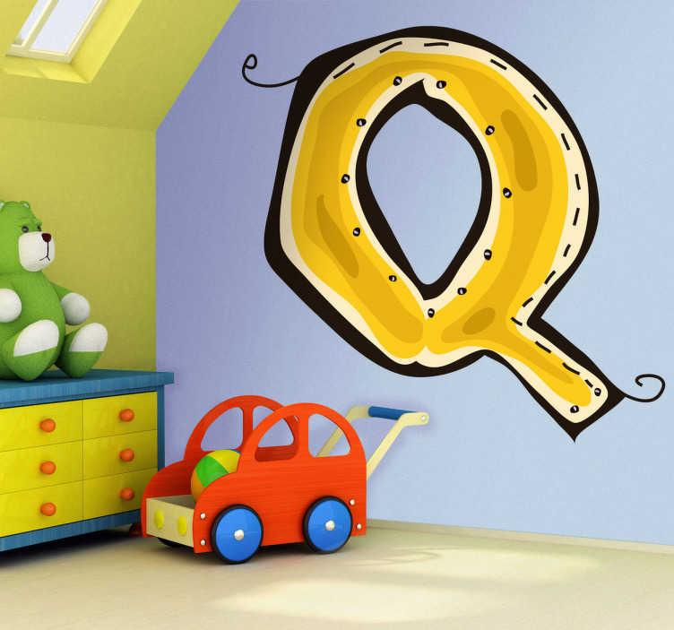 TenStickers. Vinil decoratvo ilustração letra Q. Autocolante das letras do abecedário. Adesivo de parede com ilustração da letra Q em cor amarelo. Precisa de um sticker com a inicial do seu nome?