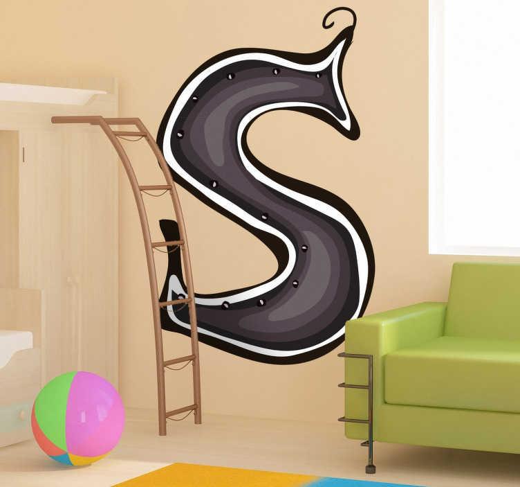 TenStickers. Naklejka literka s. Naklejka na ścianę z kolekcji abecadło, którą możesz udekorować pokój Twojego dziecka. Obrazek z ciemną literką S jak stokrotka, strumyk, sarenka.