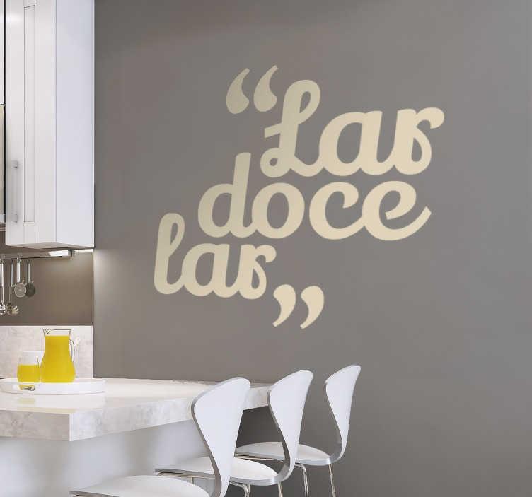 """TenStickers. Vinil decorativo doce lar. Vinil decorativo com uma das expressões mais conhecidas de sempre. Adesivo de parede """"lar doce lar"""" ideal para qualquer divisão."""