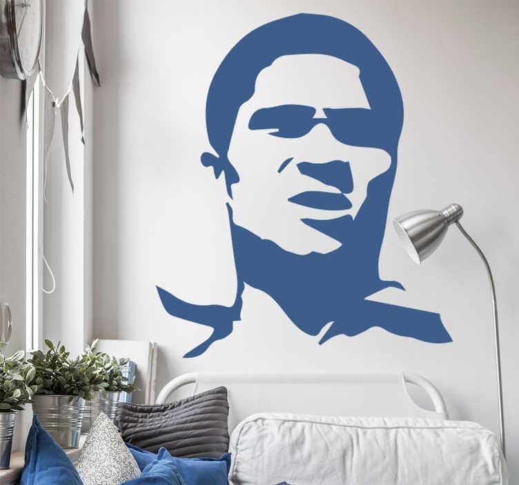 TenVinilo. Vinilo decorativo Eusebio rostro. Vinilos de fútbol personalizados en el que aparece dibujado el rostro del famoso jugador portugués, Eusebio, conocido como la Pantera Negra.