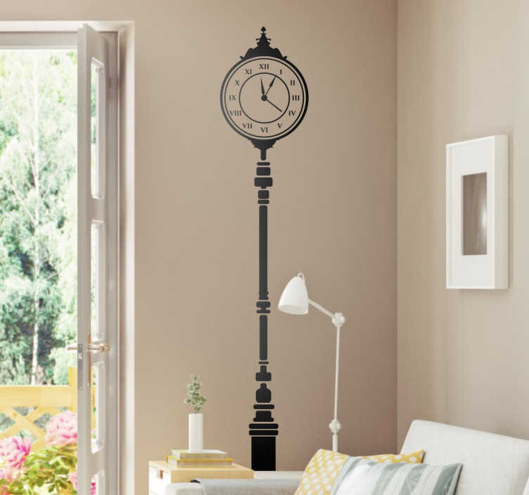 TenVinilo. Vinilo para decoración reloj vertical. Vinilos de relojes estilo retro, una recreación de mobiliario urbano de finales del siglo XIX con el que le darás un toque elegante a tu hogar.