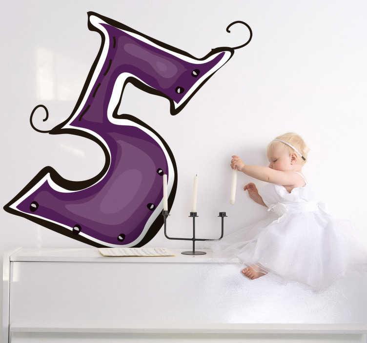 TenStickers. Naklejka cyfra 5. Naklejka na ścianę z kolekcji kolorowe cyfry. Dzięki naszej naklejce z purpurową cyfrą 5 w przyjemny sposób Twoje dziecko nabierze chęci do nauki.