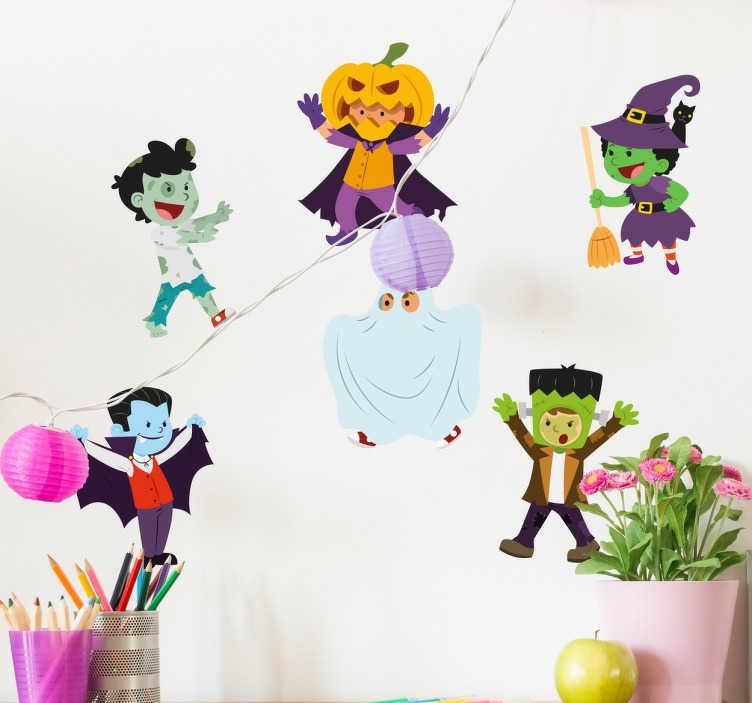 TenStickers. Muursticker Halloween Figuurtjes. Wilt u deze Halloween een zombie sticker? Of een vampier? Misschien een heks? Waarom niet allemaal op een sticker?