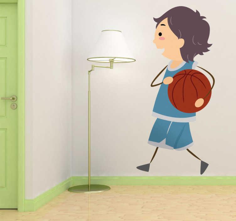 TenStickers. Naklejka dekoracyjna koszykarz. Zabawna i śmieszna naklejka, która przedstawia małego koszykarza z piłką. Ładny obrazek dla małego fana koszykówki.
