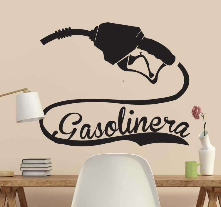 TenVinilo. Vinilo decorativo gasolinera. Pegatinas retro con el dibujo de una surtidor de gasolinera y un texto caligráfico alrededor de la manguera.