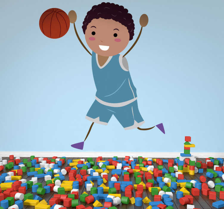 TenVinilo. Vinilo infantil jugador feliz. Alegre niño de color levantando sus brazos mientras corre detrás de la pelota de basket. Adhesivo decorativo infantil de la categoría de deportes.