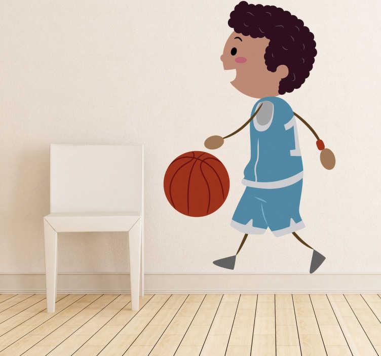 TenStickers. Naklejka dziecięca gracz koszykówki. Naklejka dekoracyjna dla dzieci przedstawiająca uśmiechniętego chłopca grającego w kosza. Obrazek jest dostępny w wielu wymiarach.