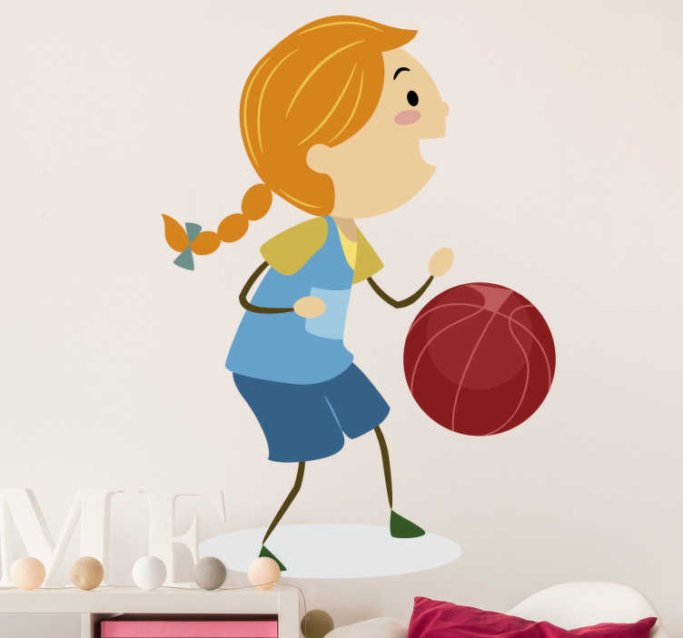 TenStickers. Sticker enfant joueuse basket fille. Stickers décoratif représentant une fillette aux tresses blondes jouant au basket.Idée déco simple et rapide pour les murs de la chambre d'enfant.