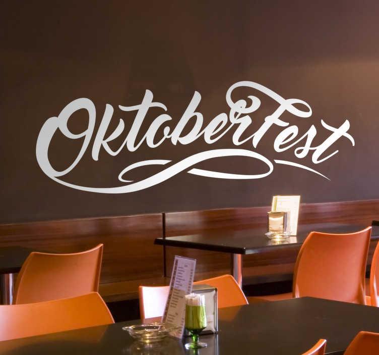 TenStickers. Sticker texte Oktoberfest. Sticker idéal pour bars et restaurants pour promouvoir avec votre clientèle l'Oktoberfest ; la célèbre fête de la bière allemande.