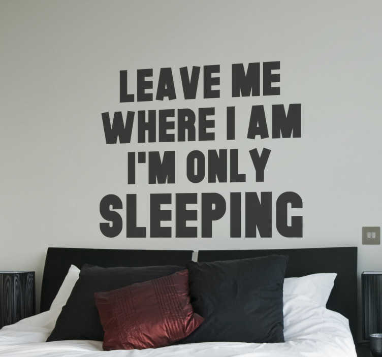 """TenStickers. Adesivo Beatles I'm only sleeping. Adesivi Beatles, perfetti per essere applicati sulla testiera del tuo letto con alcuni versi tratti dalla canzone """"I'm only sleeping""""."""