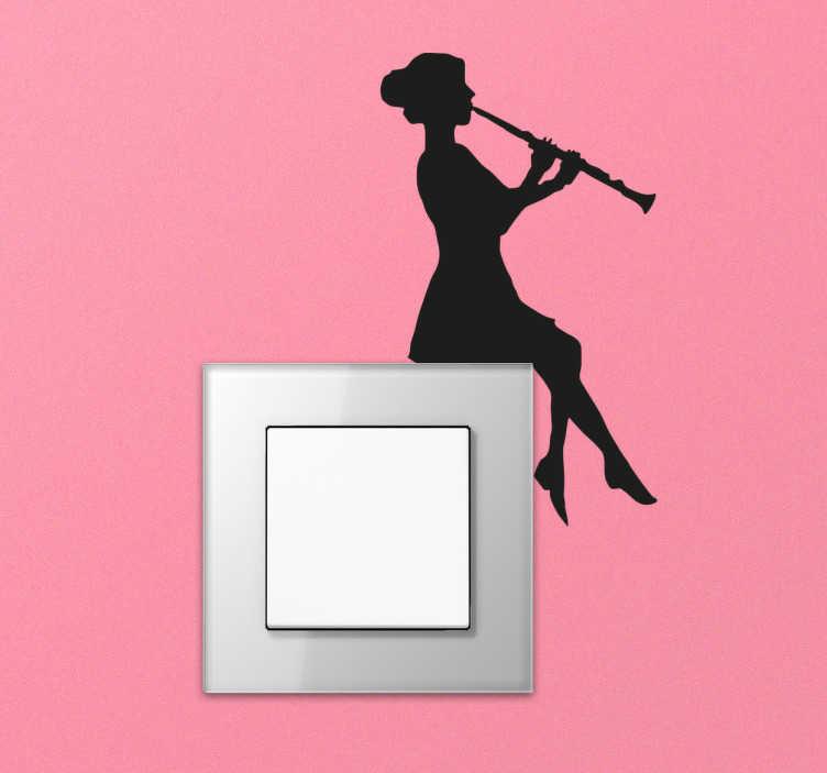 TenStickers. sticker femme jouant clarinette. sticker femme jouant de la clarinette pour interrupteur.