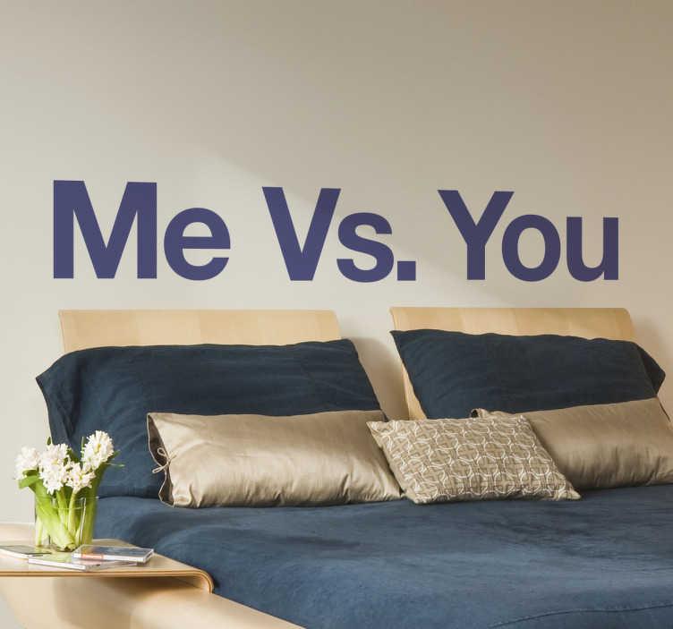 """TenStickers. Wandtattoo Me vs You. Bei uns gibt es jede Menge originelle und lustige Wandtattoos, wie zum Beispiel diese tolle Klebefolie, bestehend aus dem Schriftzug """"Me vs. You"""""""