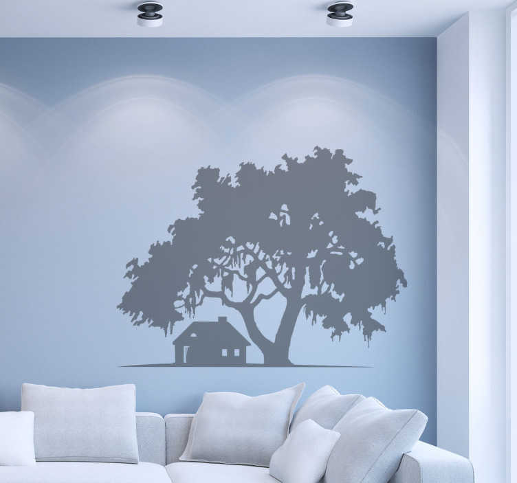 TenVinilo. Vinilo decorativo casa y árbol. Decora tu casa con un vinilo en la que aparece una casa de campo y un gigantesco árbol que la cobija.