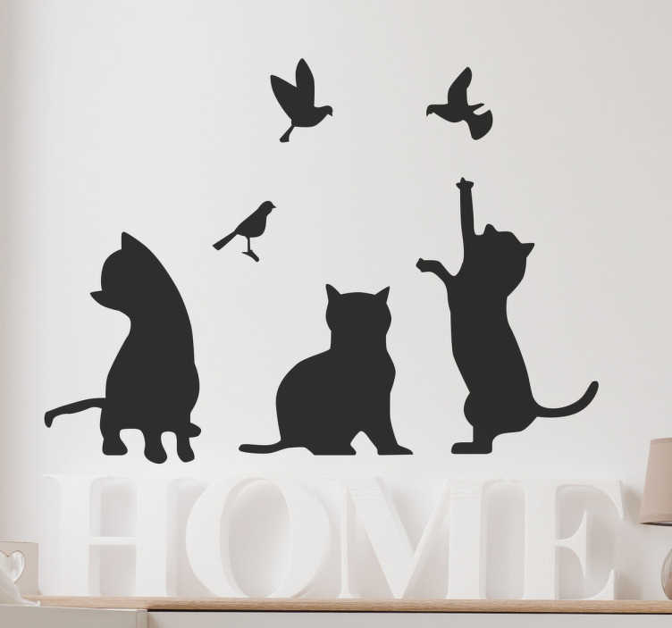TENSTICKERS. シルエットの猫と鳥の壁のステッカー. このシルエットの壁のステッカーは、いくつかの鳥をキャッチしようとしている猫のグループを示していますすべての動物愛好家のための美しい壁の装飾です甘い子猫はこの壁のステッカーで鳥を追いかけて壁のデカールは家のどの部屋でも美しい