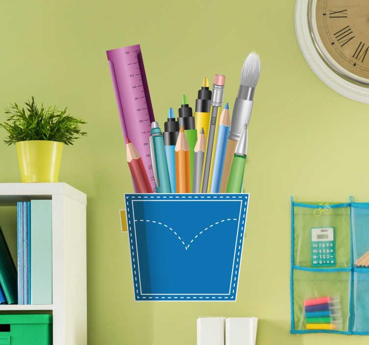 TenStickers. Muursticker zak vol pennen en liniaal. Muursticker met een zak vol pennen en een liniaal, een leuke muurdecoratie voor in een kantoor of boven een bureau.