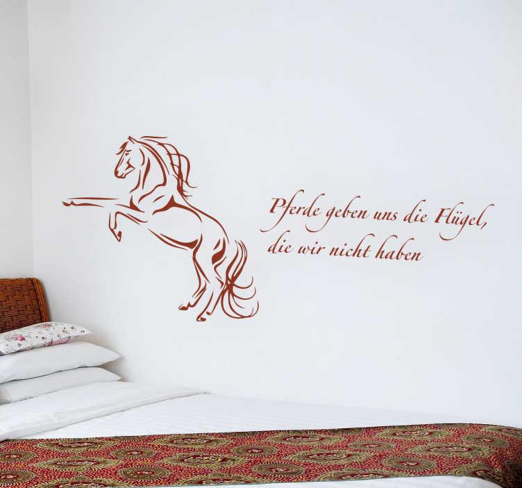 TenStickers. Wandtattoo Pferde geben uns Flügel. Dieses wunderschöne Wandtattoo Pferde geben uns Flügel eignet sich toll als Wanddekoration für alle Pferdeliebhaber und Pferdebesitzer.