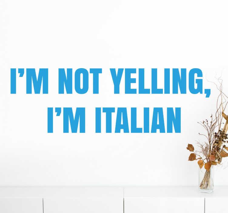 """TenStickers. Adesivo frases I'm not yelling, I'm italian. Autocolante de parede com frase """"I'm not yelling, I'm italian"""", sobre os italianos que irá dar um toque original à tua casa."""