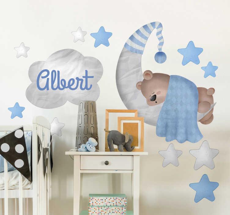 TenStickers. Adesivo de parede infantil urso personalizado. Adesivo vinil personalizado ideal para a parede de quartos infantis com o desenho de um urso de pelucho a dormir sobre a lua e as estrelas.