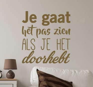 Muursticker je gat het pas zien als het je het doorhebt, een mooie tekst sticker met een citaat van Johan Cruijff.