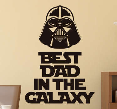 "Adesivo decorativo per festa del papà con la scritta in inglese ""Best dad in the world"" e illustrazione di Dart Vader, ideale per i fan di Star Wars."