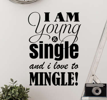 Muursticker met de grappige tekst ¨I am Young & Single and i love to Mingle!¨, laat zien dat jij single en trots bent.