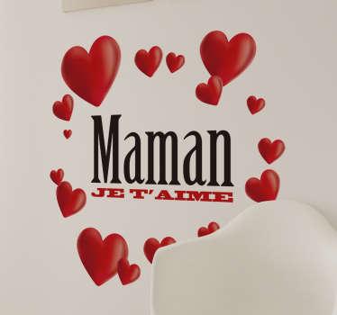 Un sticker mural texte qui dit 'maman je t'aime', entouré de cœurs de tailles différentes. Pour déclarer votre amour à votre maman.