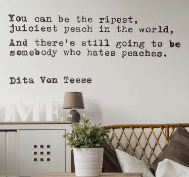 "Adesivo murale con citazione di Dita Von Teese ""You can be the ripest,juiciest peach in the world and there's still...""."