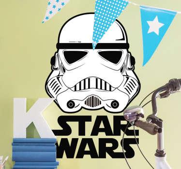 Opta por este original vinilo Star Wars para pared que muestra la ilustración de un soldado imperial y el logo de la famosa saga de películas.