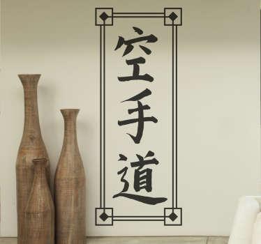 Vinilos murales con diseño original en la que se dibuja con letra caligráfica china la palabra kárate.