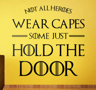 "Vinilo Hodor con el texto en tipografía parecida a la de la serie ""Not all heroes wear capes, some just hold the door""."