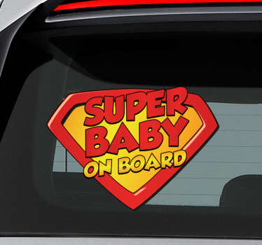 "Adesivo per macchina con la scritta ""Super baby on board"" all'interno dello stemma di Superman."