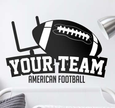 Deze sticker is een personaliseerbare sticker van een American football team. De decoratie bevat een American football goal en ball