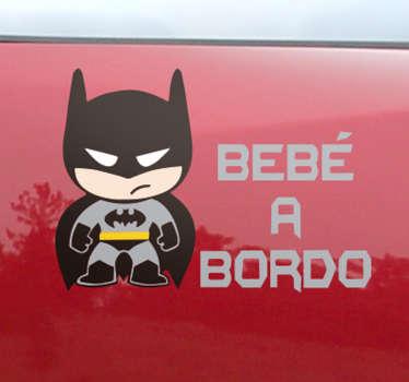 Vinilo Batman para decorar la parte trasera de tu coche con una simpática ilustración del murciélago más famoso de todos los tiempos.